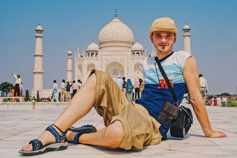 Gay Reise Indien The one must-do-selfie in front of the Taj Mahal © Coupleofmen.com