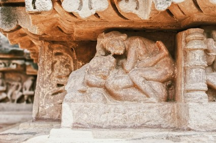 Gay Reise Indien You have to take a very close look to spot the sexy details on the temples in Khajuraho © Coupleofmen.com