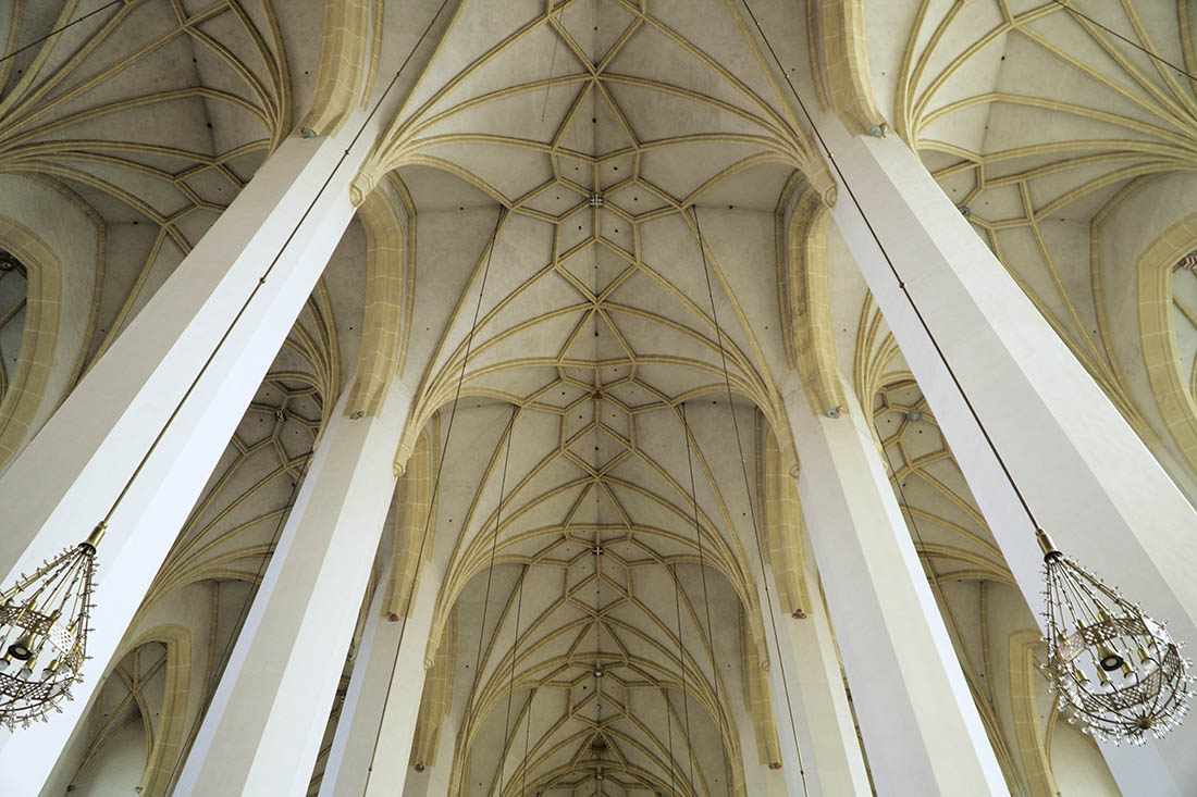 Spectacular cross vault inside of Munich's Cathedral of Our Dear Lady © Coupleofmen.com