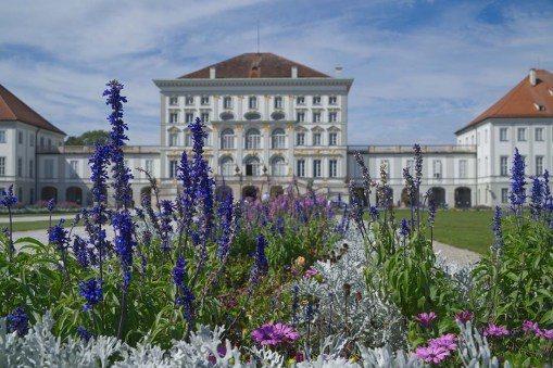Nymphenburg Palace front view in summer © Coupleofmen.com