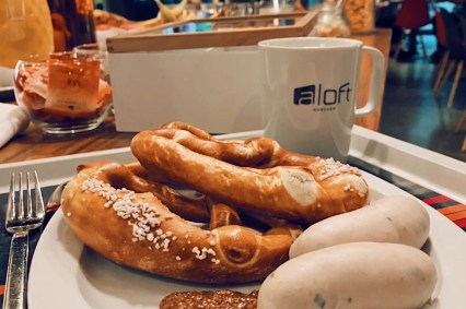 White sausages, pretzel and sweet Bavarian mustard: Enjoy a Bavarian delicacy for breakfast © Coupleofmen.com