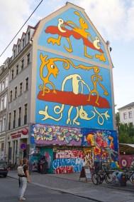 Karl enjyoing some impressive streetart in the Dresden Neustadt © Coupleofmen.com