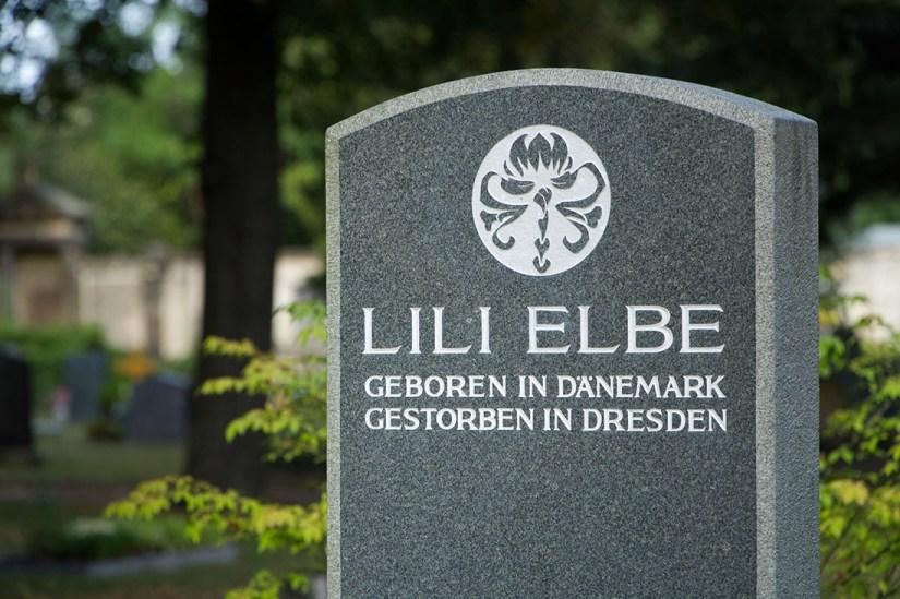 Tombstone of Lili Elbe at cemetery Dresden Trinitatisfriedhof © Coupleofmen.com