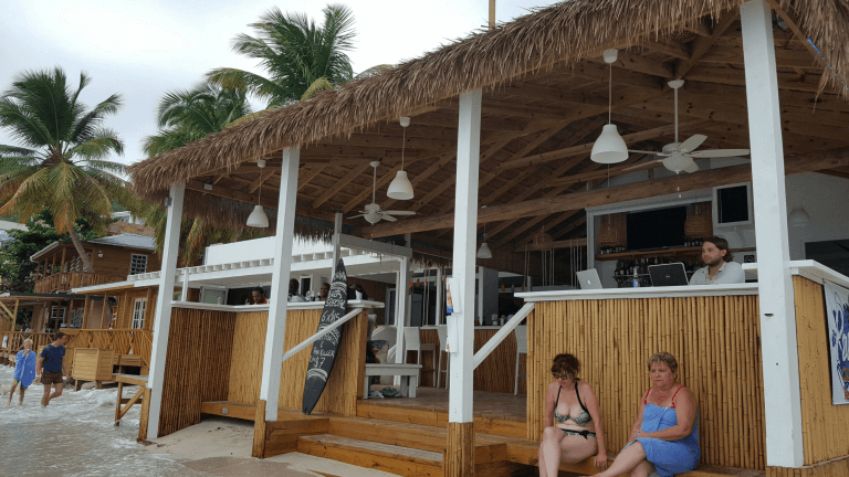 Beachfront bar with good wifi