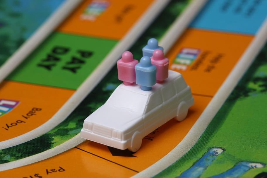 boardgames-are-good-date-ideas-for-indoor-activities