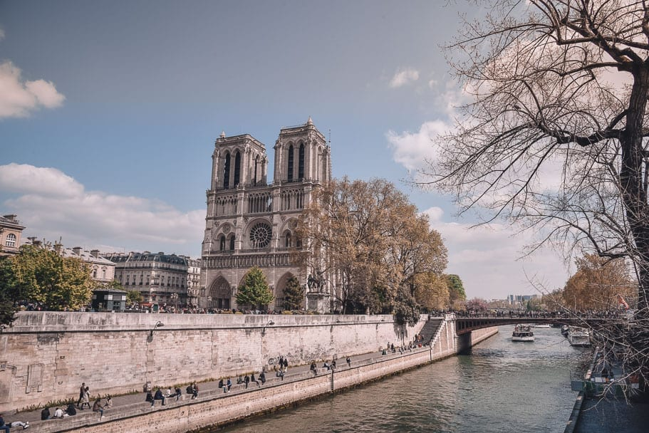 10 Notre Dame Cathedral Facts (& Where to stay nearby)
