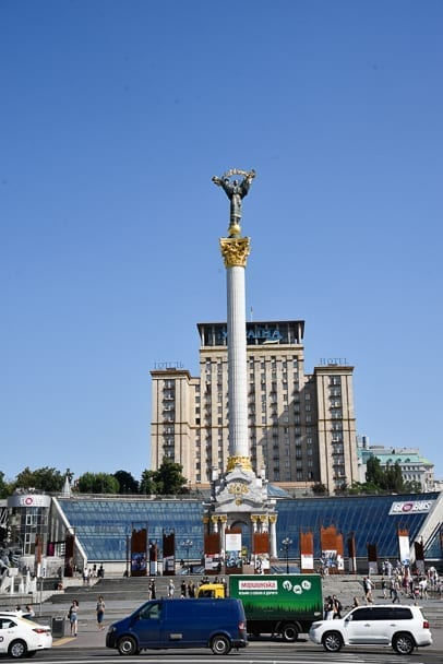 statue-of-independence-monument-independence-square-kiev