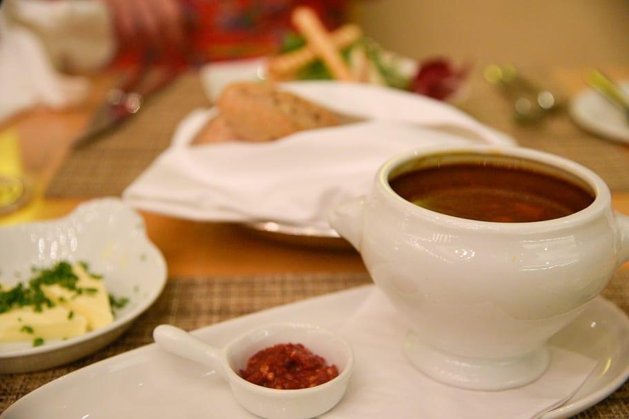 Hilton-Budapest-City-restaurant-goulash