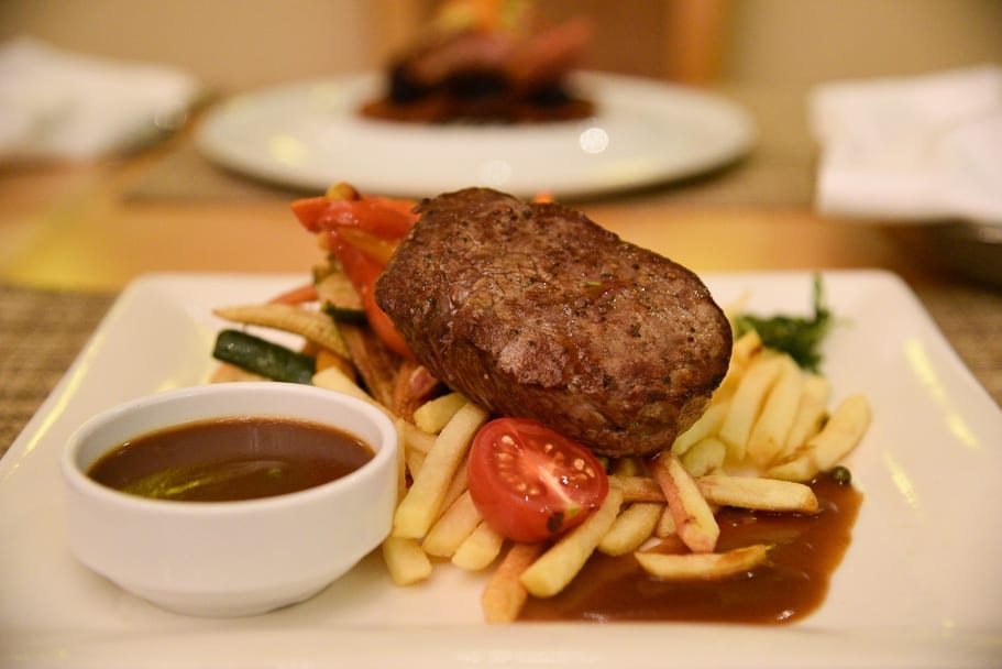 Hilton-Budapest-City-restaurant-steak