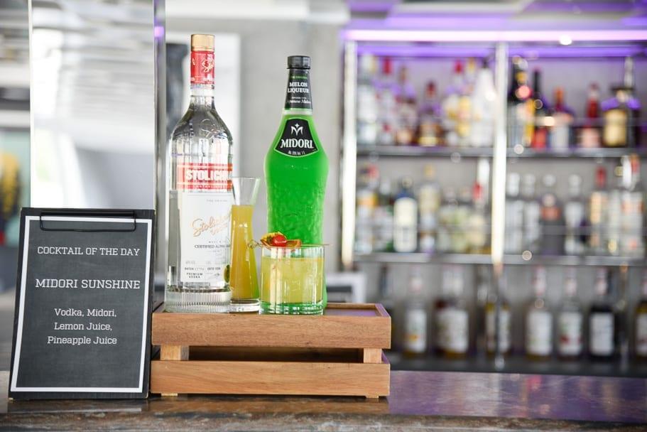 U-river-cruise-bar-cocktails