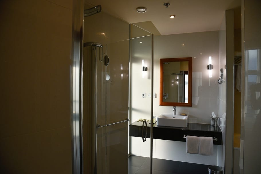 Double-Tree-by-Hilton-Bratislava-bathroom