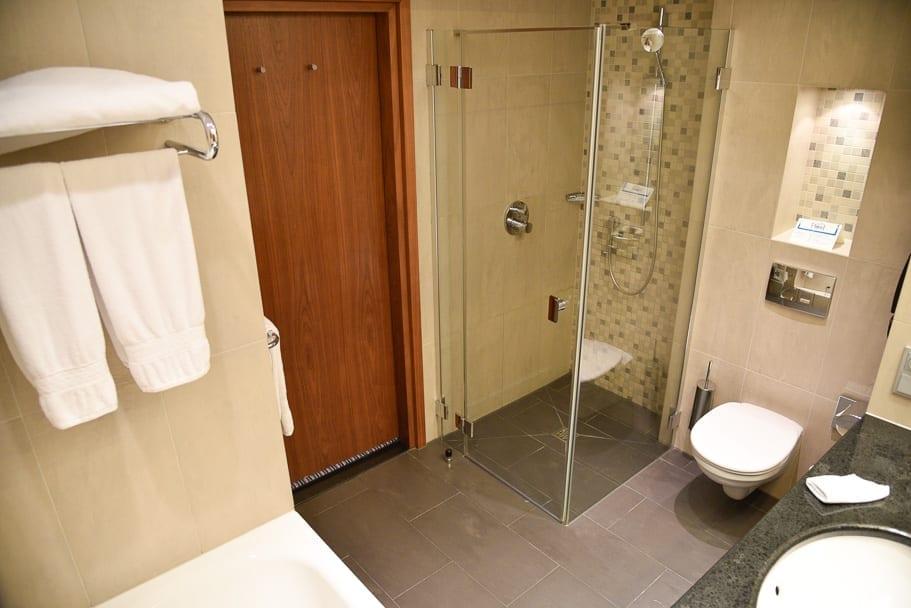 Hilton-Gdansk-bathroom