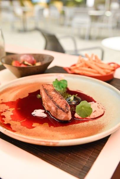 wroclaw-doubletree-by-hilton-ovo-restaurant-duck