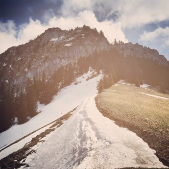 Photo de la Dent de Broc et de la Dent du Chamois avec de la neige