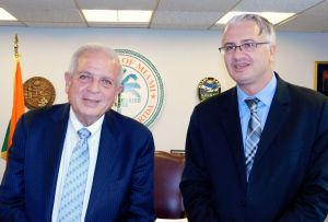 Gwendal Gauthier, publier of Le Courrier de Floride, with Tomas Regalado, mayor of Miami (2016)