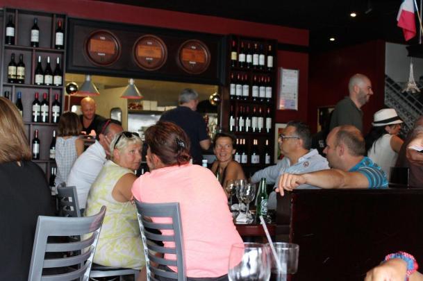 Durant le match de rugby France-Irlande au restaurant La Tour Eiffel de Miami (Photo : Catherine Simoni-Le Courrier de Floride)