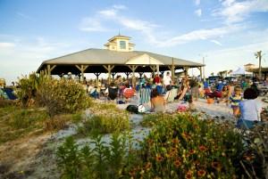 Des concerts gratuits ont lieu chaque mercredi, de mai à septembre dans le parc St. Johns County Pier de la Plage de St Augustine Beach