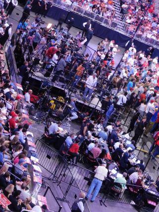 Les médias présents en nombre pour suivre le candidat Donald Trump à Fort Lauderdale