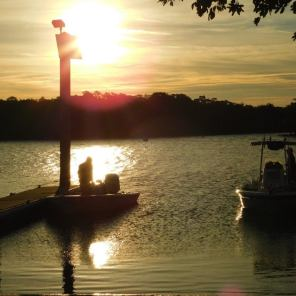Pêcheurs au lever de soleil à Lovers Key en Floride