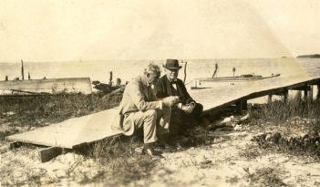 Edison et Ford devisant sur la jetée de Punta Rassa en 1925.