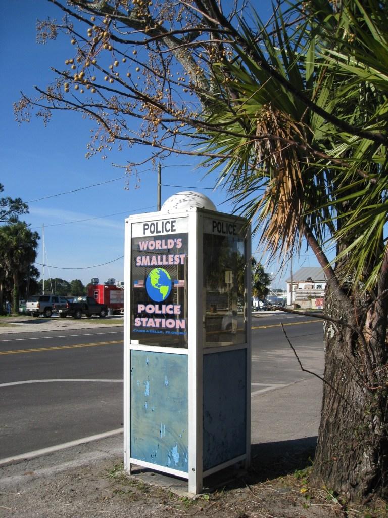 Le plus petit poste de police du monde, à Carrabelle, en Floride