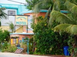Motel coloré le long de l'Overseas Highway sur l'île de Marathon, dans les Florida Keys