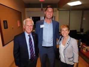 Au centre : Michael Côté (pdt de Natbank), avec à sa droite Elaine Brouca (consule du Canada en charge des affaires économiques).