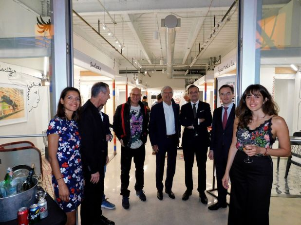 "Visiter de l'ambassadeur de France Gérard Araud, dans le Design District de Miami pour l'expositin sur le Design Français : ""No Taste For Bad Taste"""
