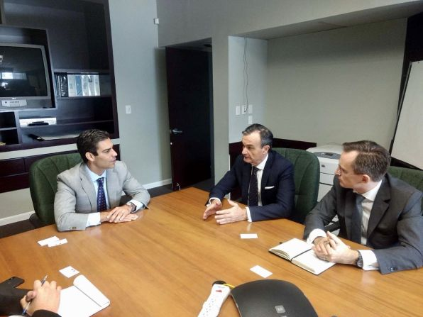 Francis Suarez (nouveau maire de Miami), Gérard Araud (ambassadeur de France) et Clément Leclerc (consul de France à Miami)