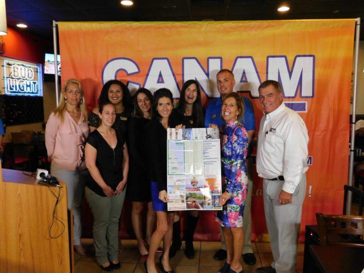 L'équipe de Canam Golf présentant la carte 2018 de golfs de Floride