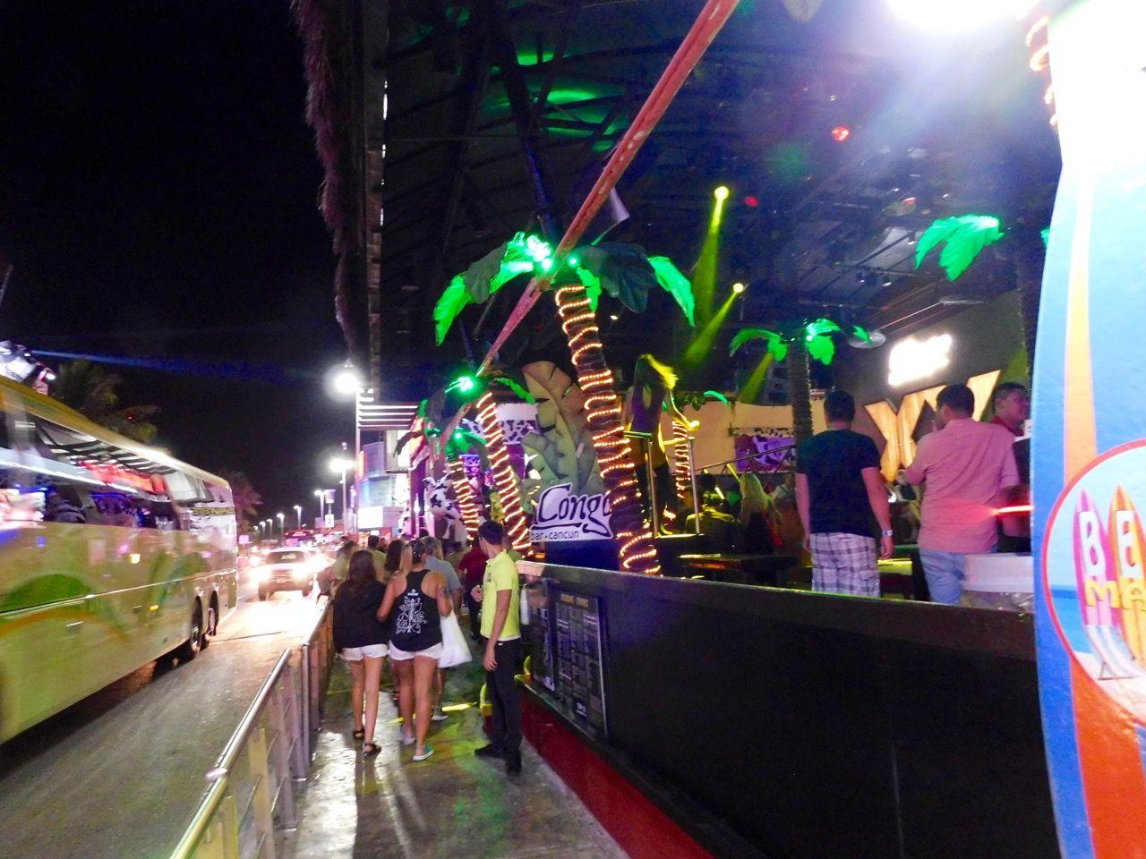Fêtes et clubs la nuit à Cancun au Mexique