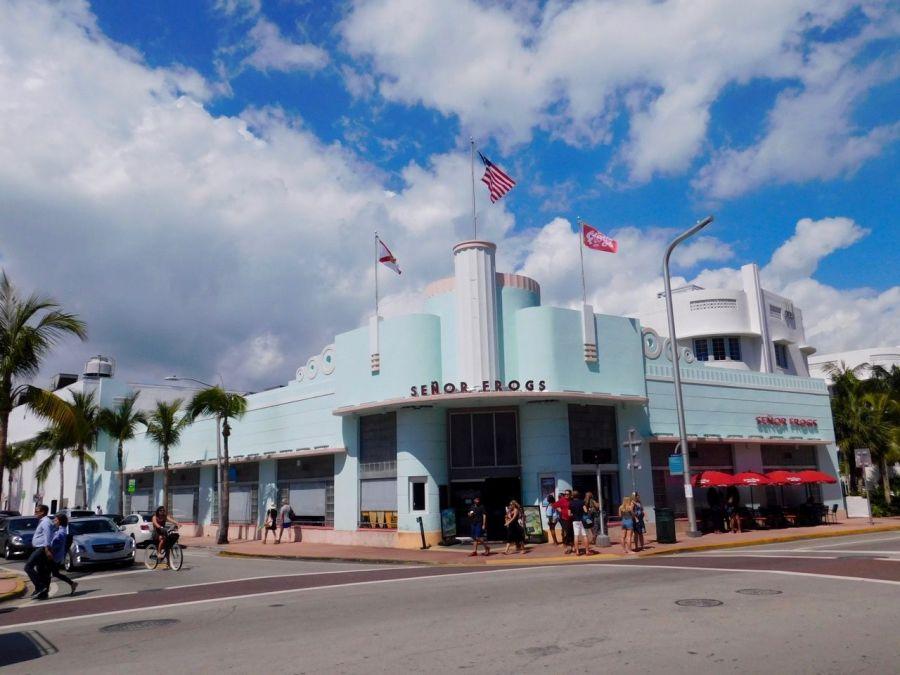 L'ex-Hoffman's Cafeteria, de style art déco, sur Collins Avenue à South Beach / Miami Beach