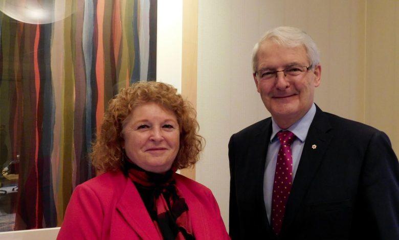 A Hollywood en Floride : Susan Harper (consule générale du Canada à Miami) et Marc Garneau ministre des Transports)