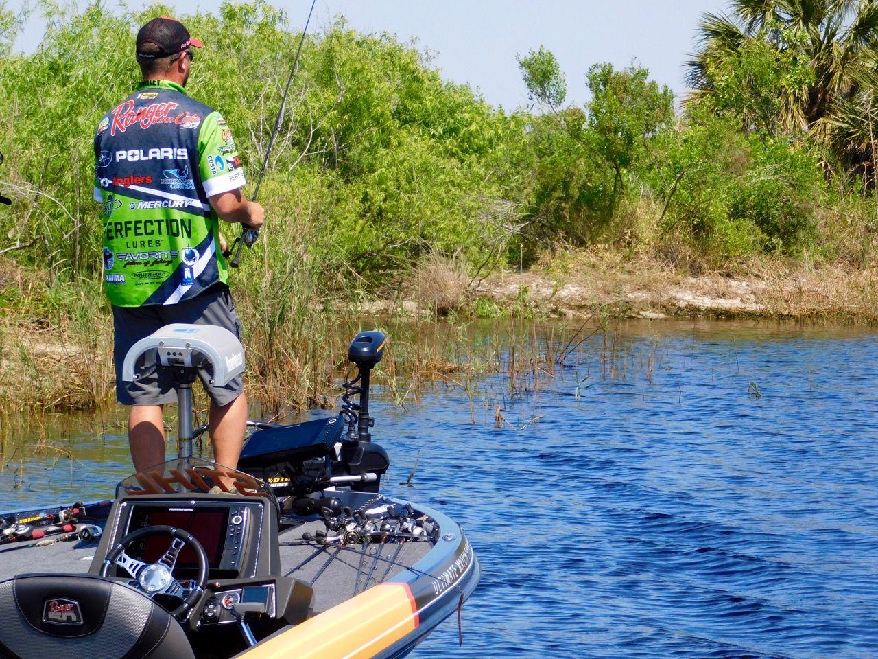 Pêcheur sur le Lake Okeechobee à Moore Haven en Floride