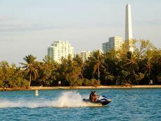 IL y a des îles partout dans le baie de Biscayne entre Miami et Miami Beach