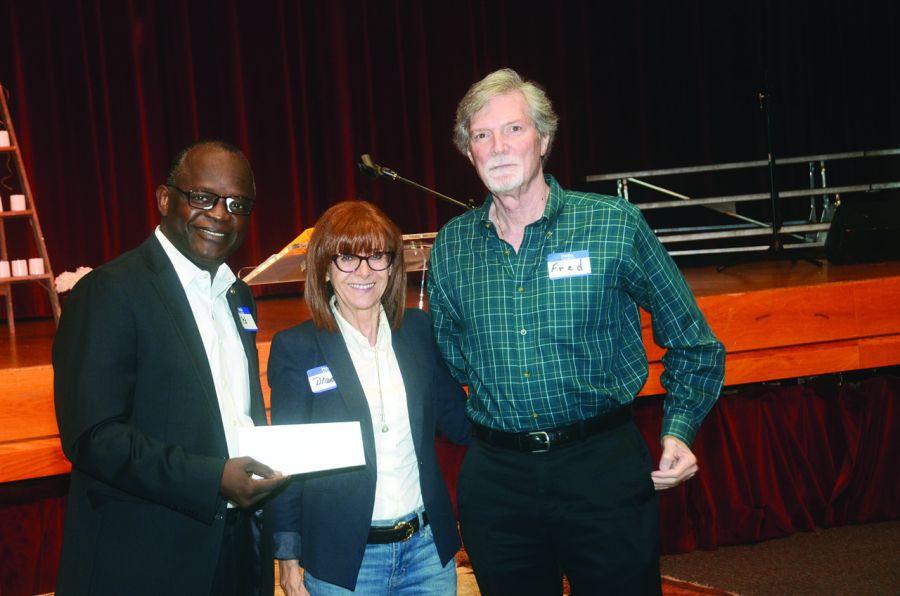 Diane Ledoux, pdte de l'association Les Diplomates, a remis à HSF un chèque de 2000$ provenant des deux Soirées des Amis du Courrier de Floride.
