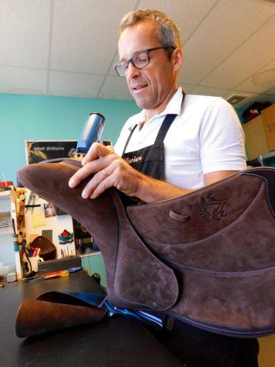 Olivier Poychicot au travail dans son atelier de Voltaire Design en Floride
