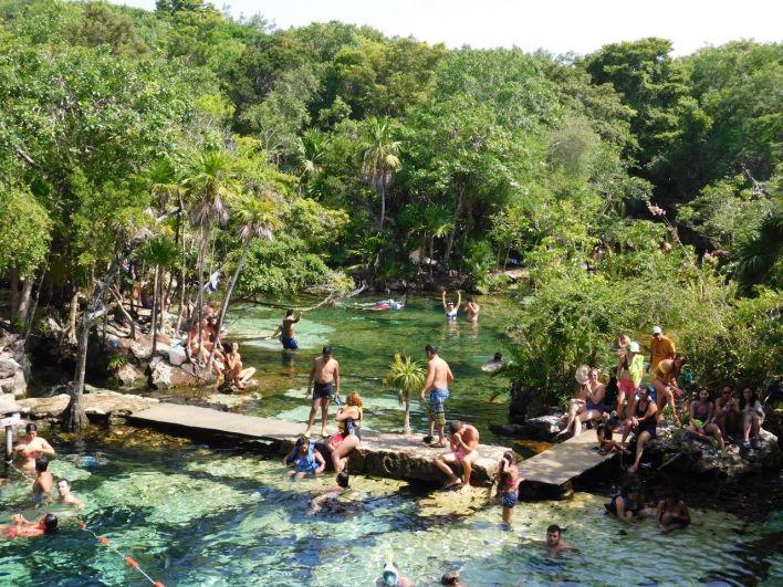 La cenote Azul (près de Playa del Carmen au Mexique)
