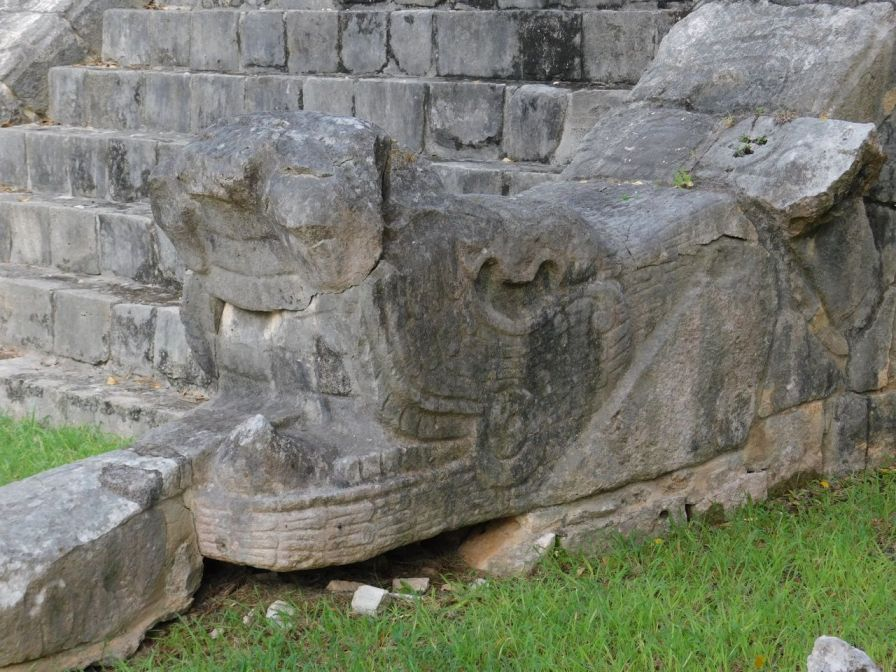Chichen-Itza-Pyramide-Maya-Yucatan-Mexique-9920