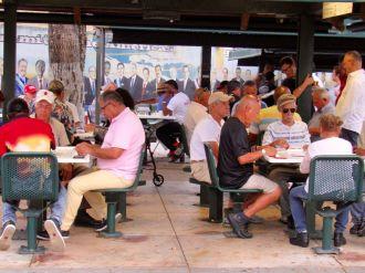 Parties de dominos à Little Havana, le quartier cubain de Miami.