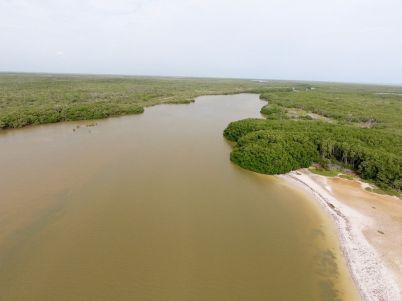 Le lagon de Rio Lagartos vu de drone.