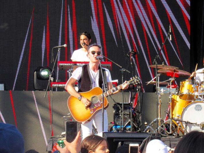 """Le chanteur Fonseca était le """"king"""" du Calle Ocho Festival 2019, le Carnaval musical de Miami dans les rues de Little Havana"""