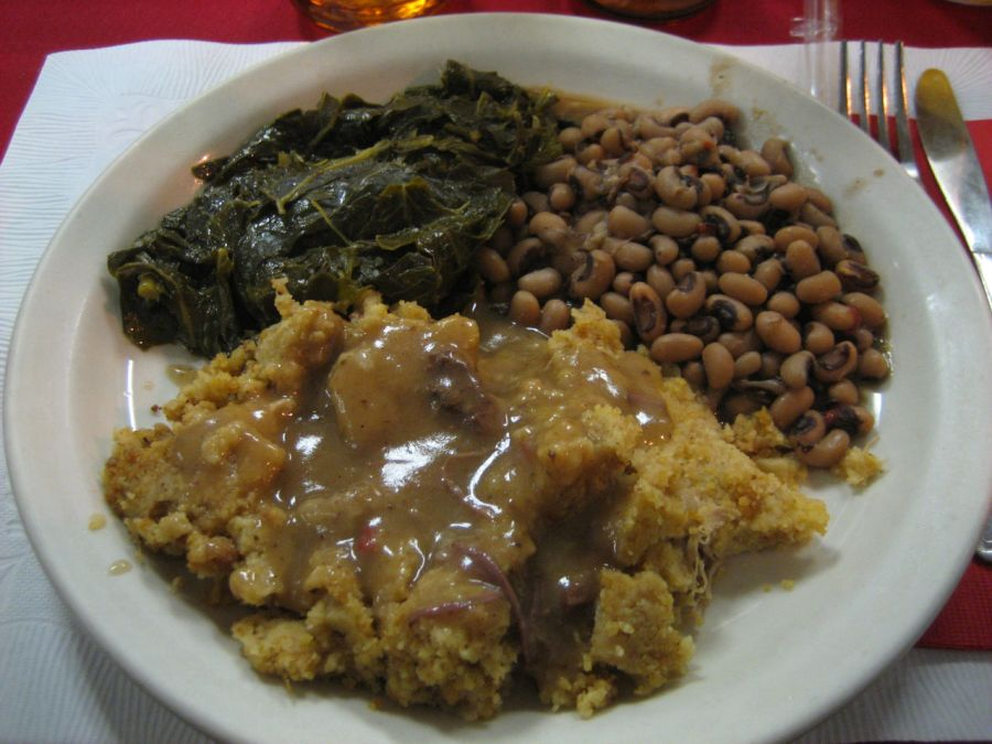 Collard greens, black eyed peas et cornbread