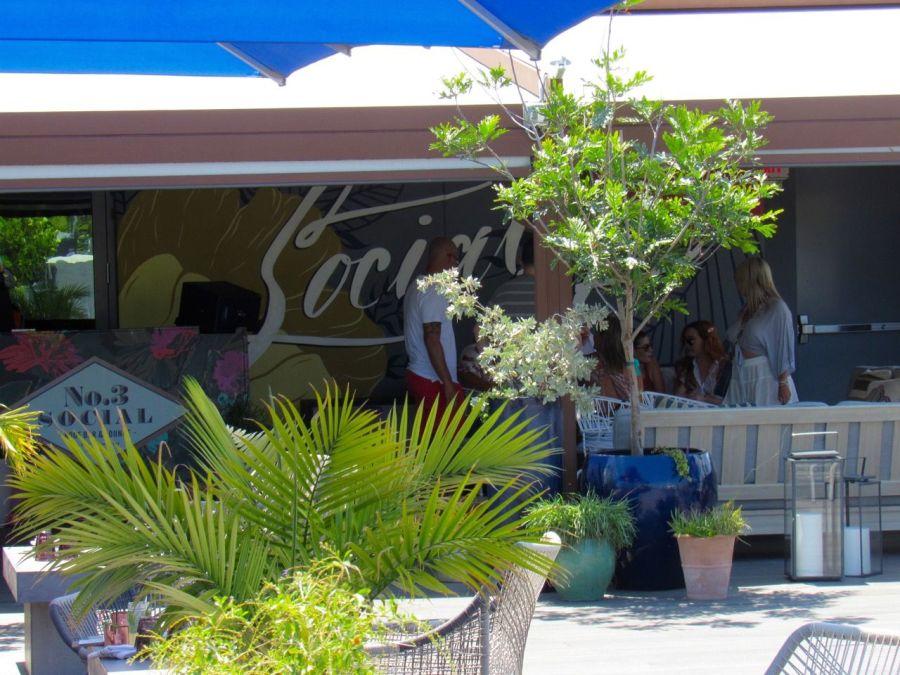 Le restaurant N°3 Social sur un toit de Wynwood à Miami