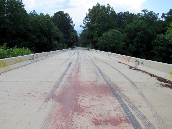 Le pont où Rick disparaît définitivement (encore que !!) de la série durant la Saison 9.