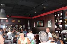 Durant le match de rugby France-Irlande au restaurant La Tour Eiffel de Miami (Photo : Catherine Simoni - Le Courrier de Floride)