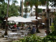 Restaurant dans les jardins de la Villa Vizcaïa - Miami - Floride