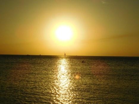 Coucher de soleil sur la plage de Delnor-Wiggins Pass State Park à Naples Floride