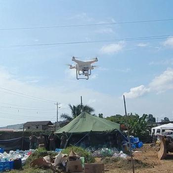 Décollage d'un drone après le tremblement de terre en Equateur