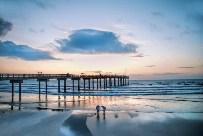 Le lever du soleil sur la plage de Saint-Augustine.